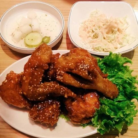 Các quán gà Hàn Quốc đang 'làm mưa làm gió' ở Hà Nội