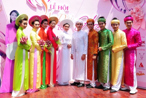 Chuoi hoat dong vui choi, giai tri dip 8/3 tai Dam Sen