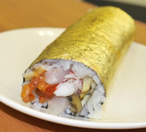 Cuon sushi boc vang co gia gan 100 USD