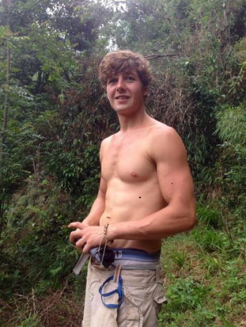Du khách Anh ngã xuống thác ở Fansipan trước khi mất tích
