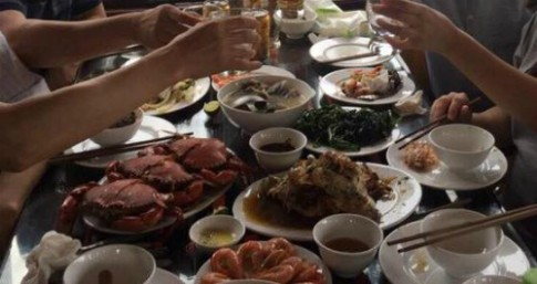 Dung hoat dong tau bi to 'chat chem' khach tai Ha Long