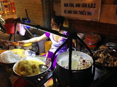Gánh hủ tiếu gần 3 thập kỷ đông khách ở Sài Gòn