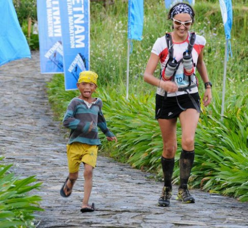 Hoàng My tham gia cuộc đua marathon quốc tế tại Sa Pa