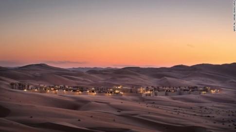 Khu nghỉ dưỡng trên sa mạc biệt lập lớn nhất thế giới
