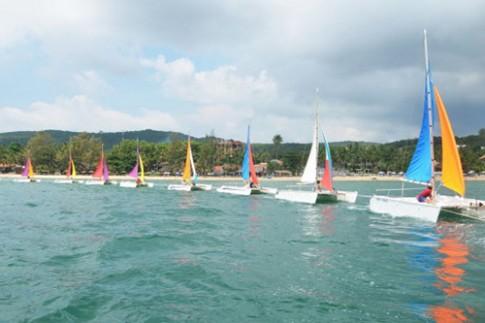 Lần đầu diễu hành thuyền buồm trên sông và biển Quảng Bình