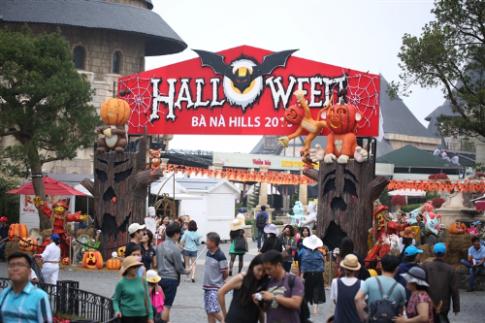 Le hoi Halloween huyen bi tren dinh Ba Na