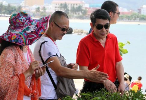 Nguoi Trung Quoc lam du lich chui de de be pha gia kiem loi