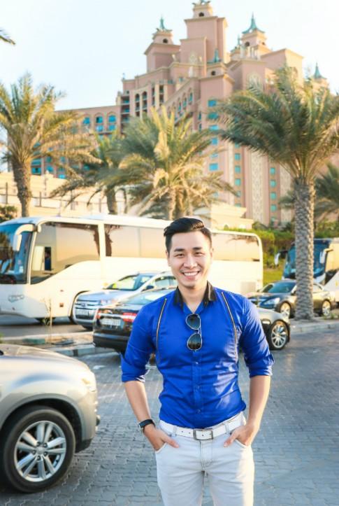 Nguyen Khang an banh dat vang, cuoi lac da o Dubai