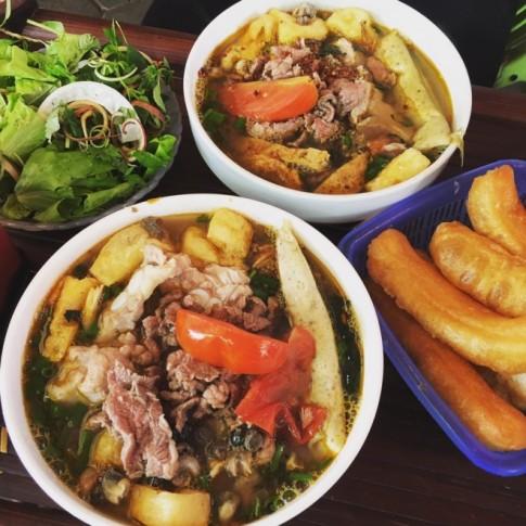 Quang Trung - phố ăn vặt ít người để ý ở Hà Nội
