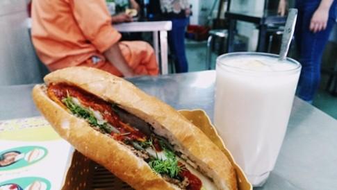Tiệm bánh mì gần 4 thập kỷ ở phố cổ Hà Nội