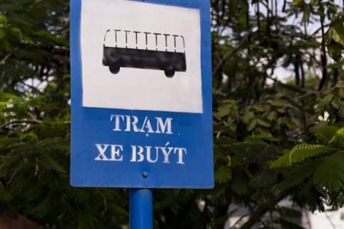 Trải nghiệm đi xe buýt cũ kỹ giá rẻ ở miền Tây