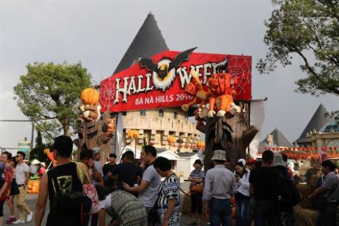 Trai nghiem le hoi Halloween dac sac tren dinh Ba Na