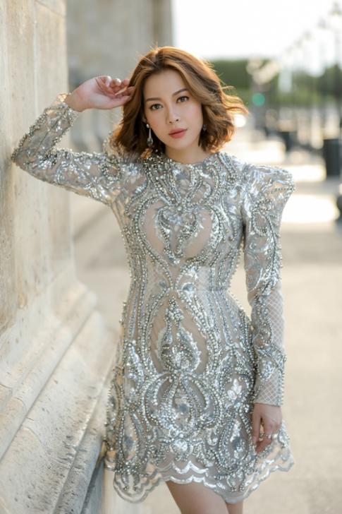 Hoa hậu Hải Dương diện váy kết hàng nghìn viên pha lê