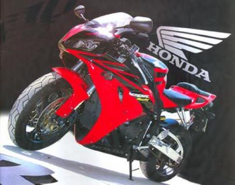 Choi xe Honda CBR1000RR tai Viet Nam