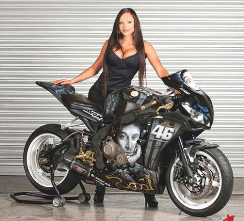 Honda CBR1000RR phong cach Valentino Rossi