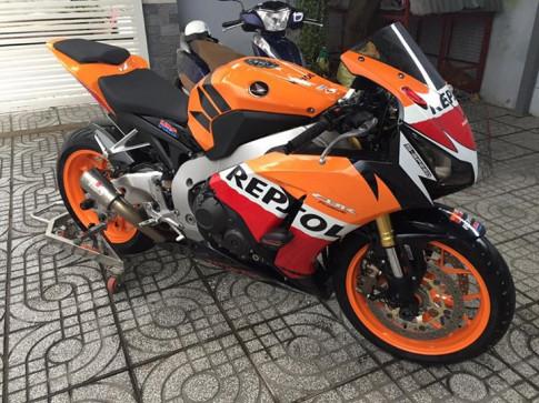 Honda CBR1000RR Repsol do don gian nhung hut hon voi ong xa Racefit day uy luc