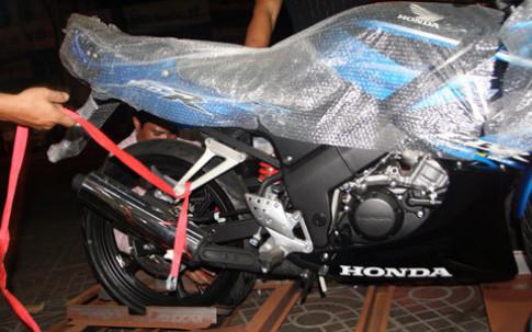 Honda CBR150 'tạo dáng' giữa Sài Gòn