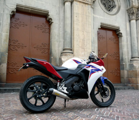 'Trang điểm' Honda CBR150R 2011