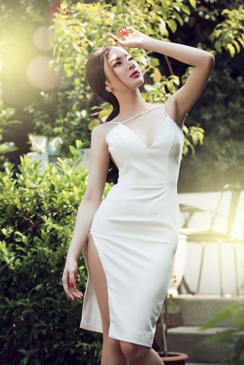 Angela Phương Trinh sexy khó cưỡng với váy xuyên thấu