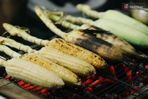 Bắp nướng ngon nhất Sài Gòn - Để được ăn, người ta phải chờ 1 tiếng