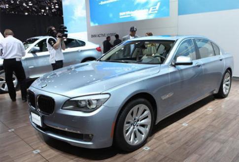 BMW tuyen chien voi Lexus