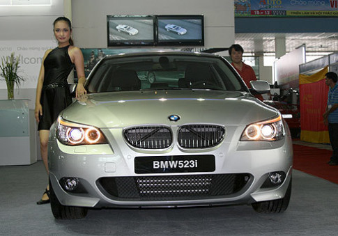 Euro Auto khuyen mai cho BMW 523i Sport
