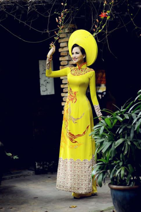 HH Diễm Hương rạng rỡ trong áo dài lấy cảm hứng hội họa