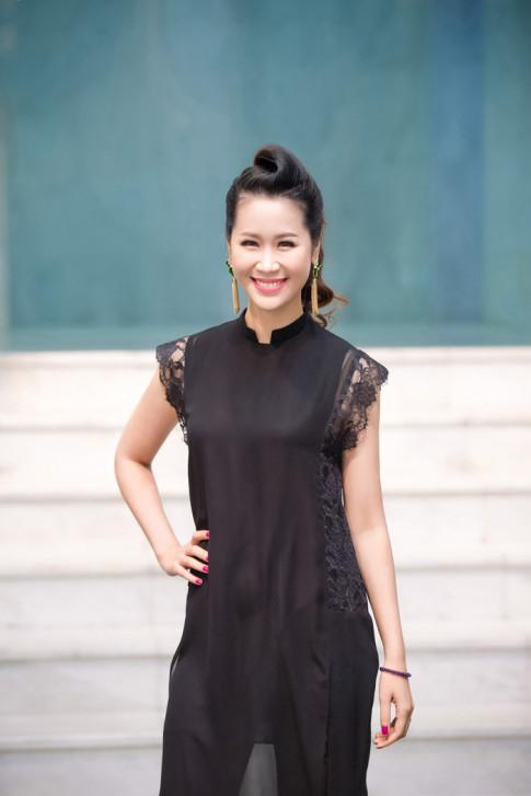Hoa hau Duong Thuy Linh tai xuat rang ro di xem thoi trang