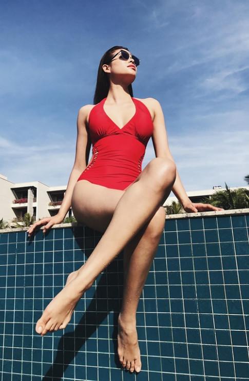 Hoa hau Pham Huong sexy nghet tho voi vong eo 59