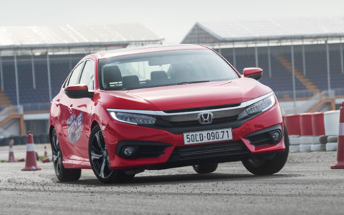 Honda Civic - ban nang xe the thao cho khach Viet