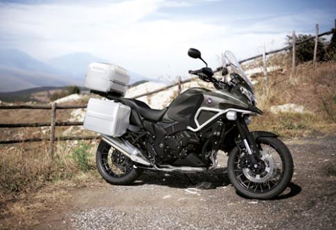 Honda VFR1200X - doi thu BMW R1200GS