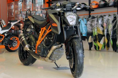 KTM Super Duke 1290 R cap cang Sai Gon