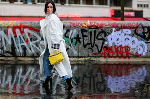 Mặc trời mưa, street style ở Paris Fashion Week vẫn đẹp rộn ràng