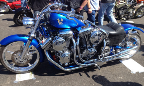 Moto khung voi 4 dong co Harley-Davidson