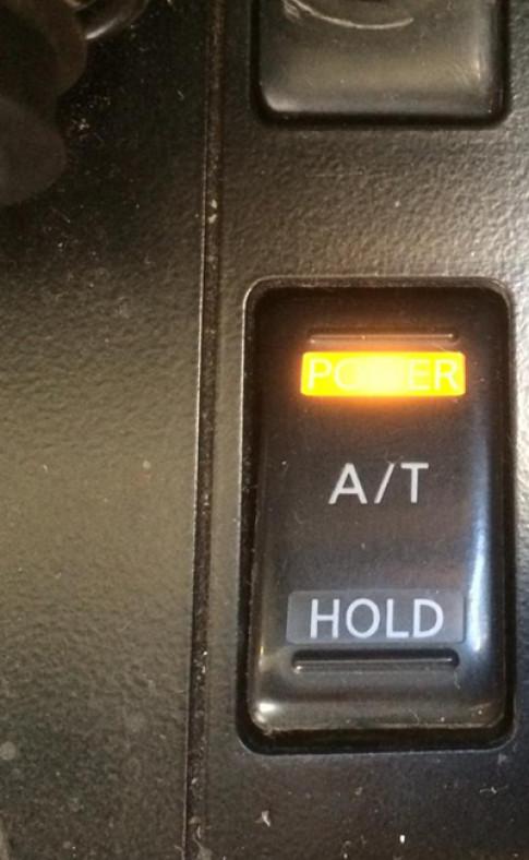 Nút A/T trên xe Nissan Patrol có ý nghĩa gì?