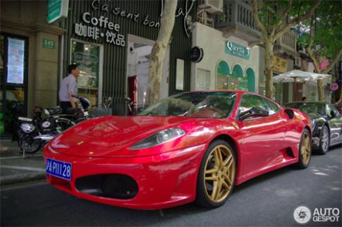 Thiếu gia Trung Quốc dùng hai biển số cho một xe