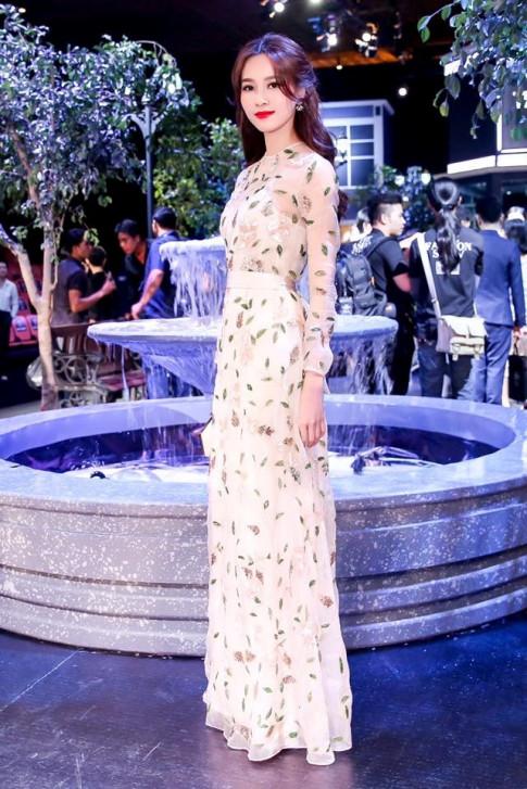 Thu Thảo, Angela Phương Trinh cùng loạt sao Việt đã bắt kịp kiểu váy hot nhất hè này!