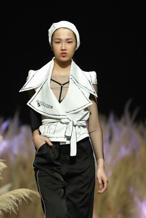 Tuần lễ thời trang thu đông: Đen, trắng mà không hề nhàm chán