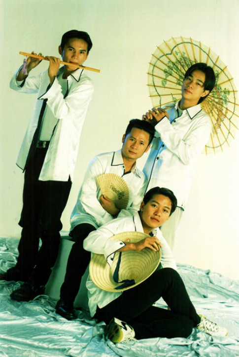 Vừa yêu vừa buồn cười khi ngắm lại đồ diễn của ca sĩ Việt cách đây hai chục năm