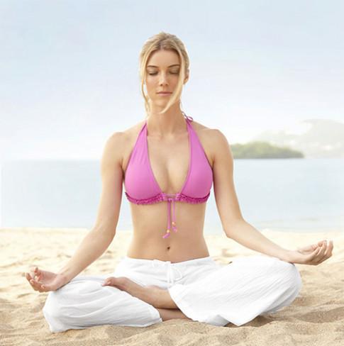 3 dong tac yoga danh bay mo bung hieu qua dang duoc cac chi em san lung nhieu nhat
