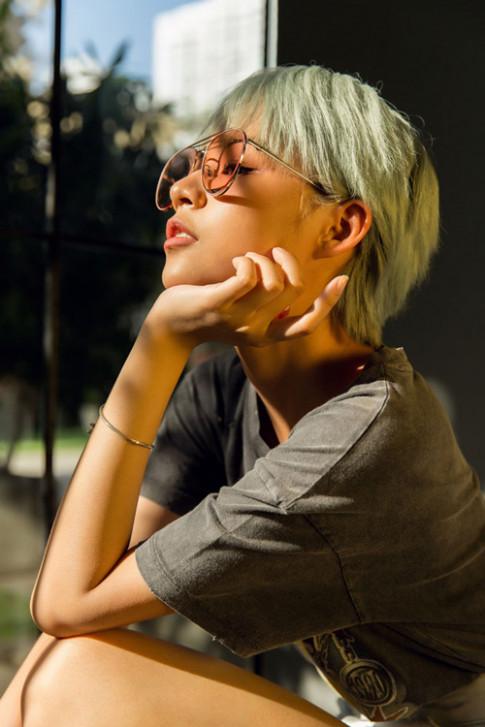 Ai nói tóc ngắn sẽ khó mặc đồ, nhìn Phí Phương Anh sành điệu như sao Hàn đây!