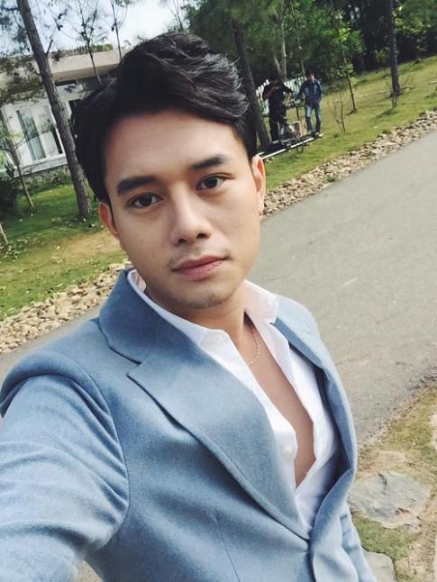 """Ban gai ngoai doi cua Anh Dung trong """"Song chung voi me chong"""" sexy bong mat"""