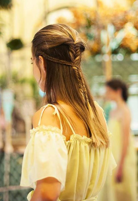 Chẳng cần khéo tay, 5 kiểu tóc vừa dễ làm lại vừa nhanh gọn này sẽ khiến bạn quyến rũ hơn đấy