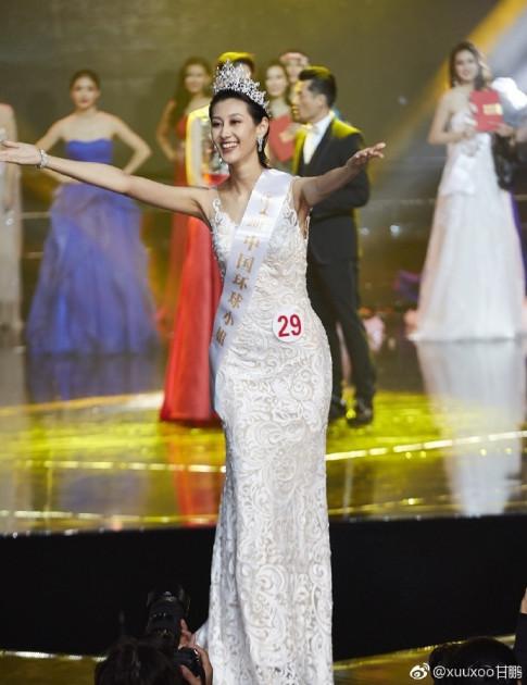 Co gai U30 kem sac dang quang Hoa hau Hoan vu Trung Quoc