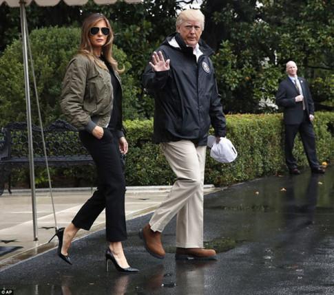 De nhat phu nhan My Melania Trump bi mang oan vi di giay cao got toi tham vung sieu bao