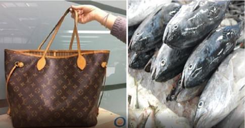 Dùng túi hiệu xa xỉ đi chợ đựng cá sống, đây đích thị là người hoang phí nhất!