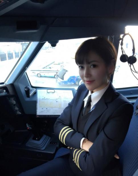 Hiếm hoi nữ phi công 9x gây sốt mạng xã hội vì tài sắc vẹn toàn