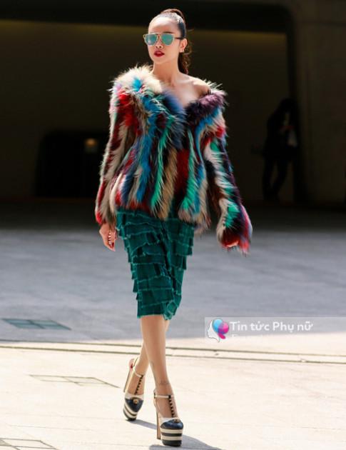 Hoa hậu Sella Trương mặc đồ Việt tỏa sáng rực một góc trời Seoul