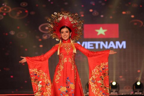 Huyền My khiến quốc phục Việt Nam nổi bật giữa dàn trang phục dân tộc thế giới