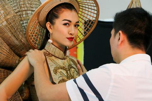 Lần đầu tiên trong lịch sử, trang phục dân tộc của Việt Nam mới lạ và độc đáo đến thế!
